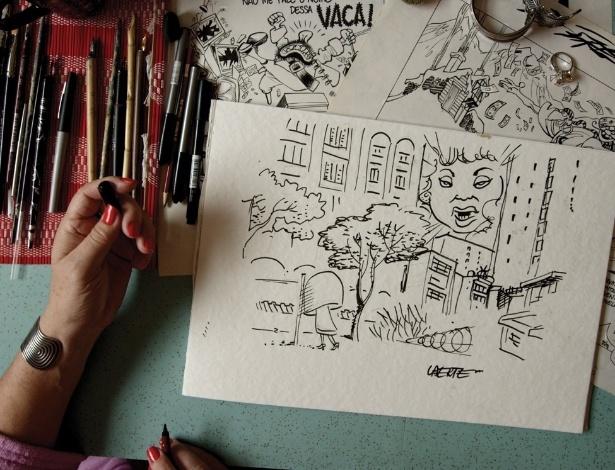 Vestido de Laerte retoma episódio em que cartunista foi proibido  -> Laerte Banheiro Feminino