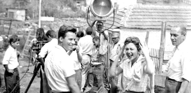 """Reginaldo Faria e Eva Wilma em gravação do filme """"Cidade Ameaçada"""""""