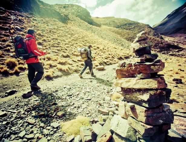 """""""Minha Primeira Montanha"""" narra a aventura de quatro brasileiros que encaram uma escalada na Bolívia"""