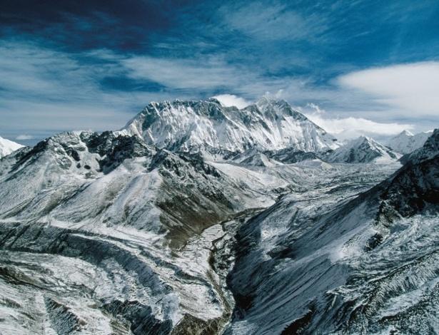 Locais de Pellon Localizado-no-macico-do-himalaia-o-monte-everest-ponto-culminante-do-planeta-a-imagem-esta-na-exposicao-a-terra-vista-do-ceu-em-cartaz-em-brasilia-ate-o-dia-41112-1349817799287_615x470