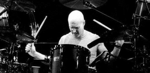 O baterista Chris Slade virá ao Brasil para duas apresentações em dezembro de 2012