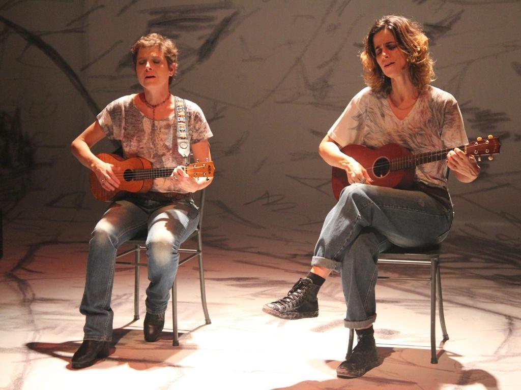 Drica Moraes e Mariana Lima na peça