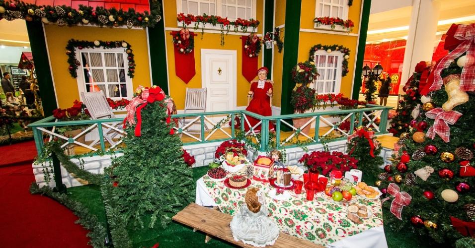 A casa do Papai Noel ainda conta com uma cozinha, onde o chefe Nicolau estará preparando deliciosos quitutes para a Noite Feliz.  Além disso, adultos e crianças podem assistir a um teatrinho especial.