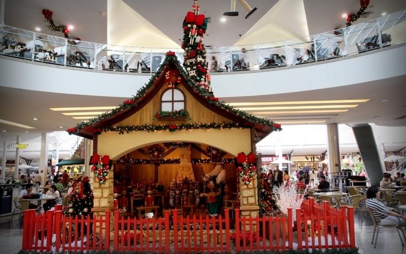 O Shopping Estação fica localizado na Av. Sete de Setembro, 2775, Rebouças, o site é www.shoppingestacao.com.br e o telefone (41) 3094-5300.