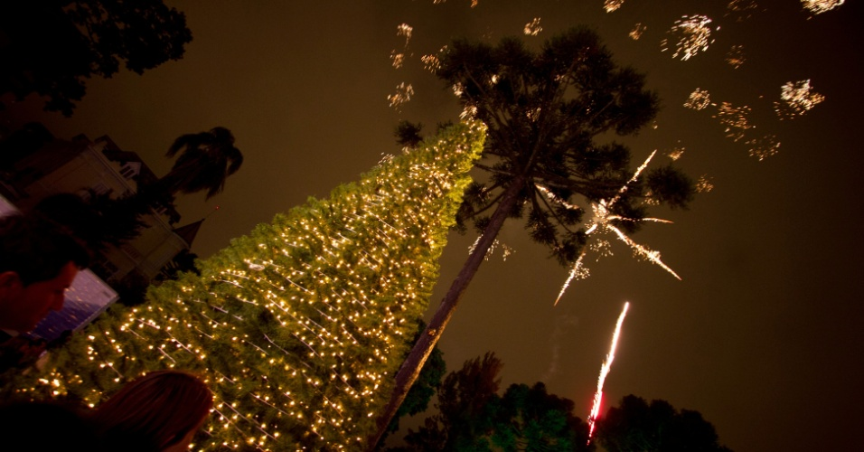 O local recebeu a grande festa de abertura do Natal curitibano, e todo o interior foi decorado em tons de verde, vermelho e dourado. A decoração da escada interna foi feita pelos arquitetos Luiz Maganhoto e Daniel Casagrande.
