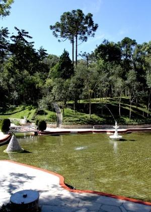Atrações do Parque Ecológico Ouro Fino, situado próximo a Curitiba, cujas piscinas são abastecidas com água mineral direto da fonte Ouro Fino.