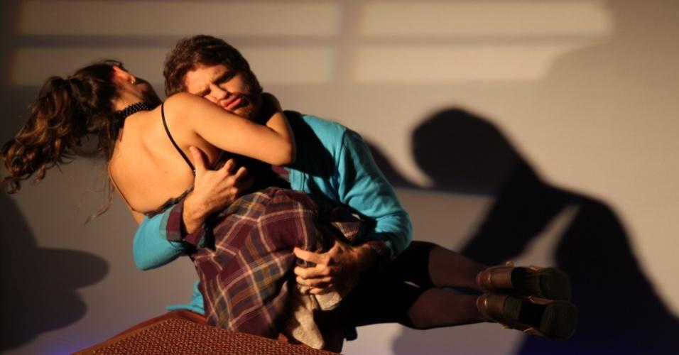 """Cena de """"Quebra-Ossos"""", que estreia no dia 11 de janeiro, no Teatro Gonzaguinha, centro do Rio de Janeiro"""
