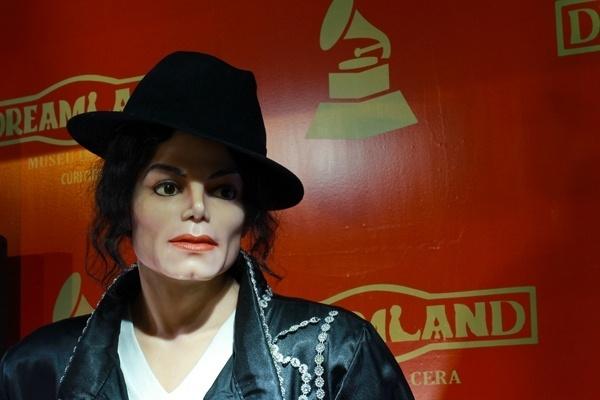Boneco de Michael Jackson presente na exposição