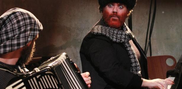 """Peça """"Família Lovborgs: os Russos Transcomunicadores"""" nesta sexta (15) e sábado no Auditório Ibirapuera"""