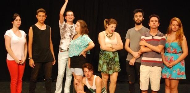 """Elenco da montagem """"O Barbeiro Demoníaco"""", uma adaptação do musical da Broadway """"Sweeneytodd: The Demon Barber of Fleet Street"""", em cartaz de 8 a 10 de março de 2013 em Curitiba"""