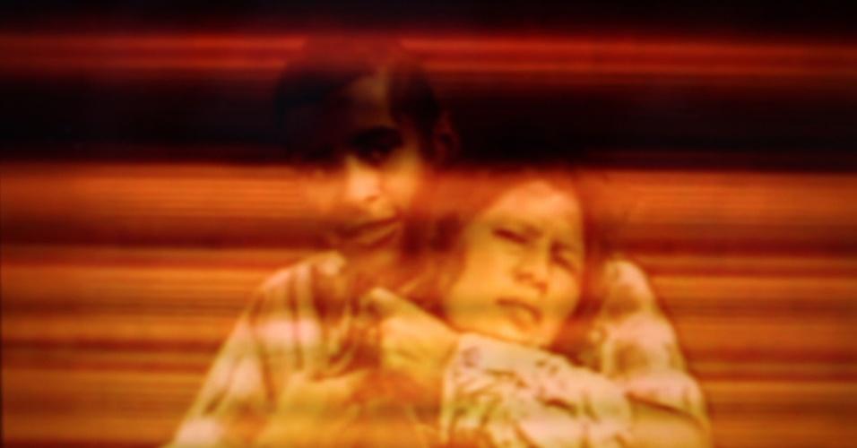 """""""Morte Súbita"""" (2012),de João Castilho. """"Convite à Viagem - Rumos Artes Visuais 2011/2013"""" traz 108 obras de 45 artistas que foram selecionadas por um edital do programa do Itaú Cultural. Segundo o curador, não há uma linha ou tendência única entre as obras, pois elas representam o que tem se produzido de mais atual em várias frentes, como fotografia, vídeo e instalação. A mostra pode ser conferida pelo público em geral de 15 de março a 19 de maio no Centro Cultural Paço Imperial - IPHAN/MinC (Praça XV de Novembro, 48), com entrada franca, de terça a domingo, das 12 às 18h. O Paço Imperial recebe cinco obras a mais do que a sede do Itaú Cultural, em São Paulo, recebeu quando sediou a mostra em 2012. Mais informações: (21) 2215.2622"""
