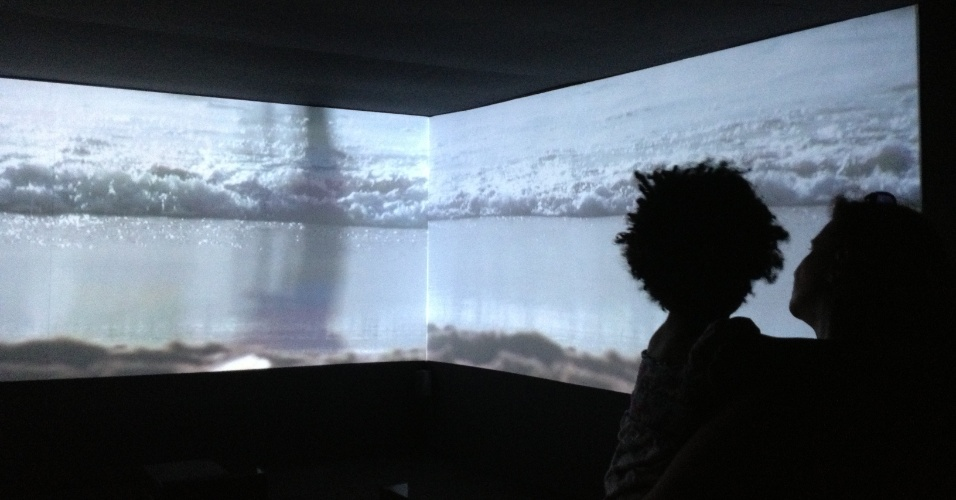 """Detalhe de projeção da exposição """"Rio de Imagens: Uma Paisagem em Construção"""" no Museu de Arte do Rio (MAR)"""
