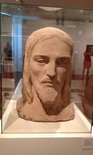 """Detalhe do busto do Cristo Redentor feito pelo escultor Paul Landowski em 1920 na sala da exposição """"Rio de Imagens: Uma Paisagem em Construção"""" no Museu de Arte do Rio (MAR)"""