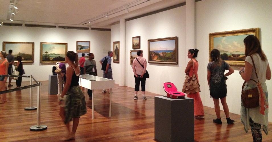 """Sala da exposição """"Rio de Imagens: Uma Paisagem em Construção"""" no Museu de Arte do Rio (MAR)"""