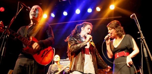 Grupo Les Provocateurs se apresenta com Edgard Scandurra, interpretando sucessos do francês Serge Gainsbourg