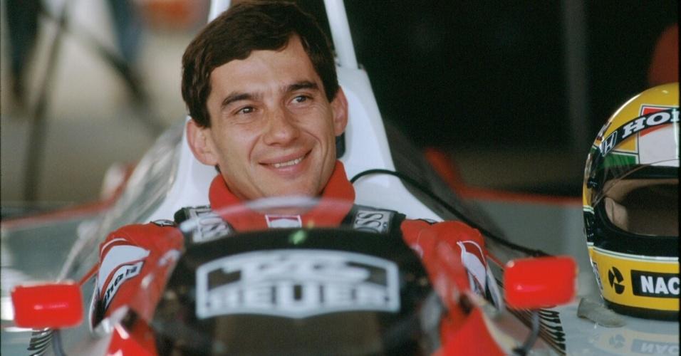"""""""Senna Emotion"""" conta com diversas fotos de Ayrton Senna, como esta, que mostra o piloto no boxe do GP do Japão, no autódromo de Suzuka, em 1988"""