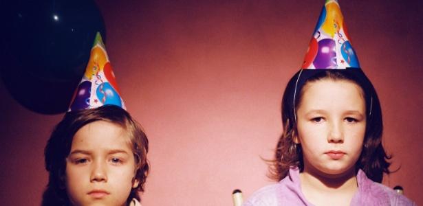 """O curta de ficção """"A Mão que Afaga"""", de Gabriela Amaral Almeida, traz a história de uma festa de aniversário para um menino de nove anos que tem poucas chances de dar certo"""