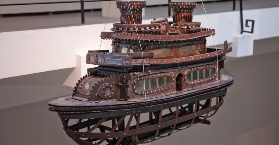 """Obra da instalação """"Fairy Tale"""", do artista chinês Cai Guo-Qiang, que fará parte da exposição """"Da Vincis do Povo"""", no CCBB de Brasília a partir de 5 de fevereiro. A imagem foi tirada quando essa exposição do foi lançada em 2012 na China."""