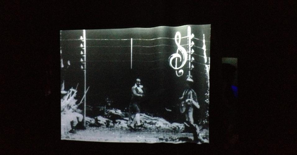 Instalação que remete à obra de Georges Méliès