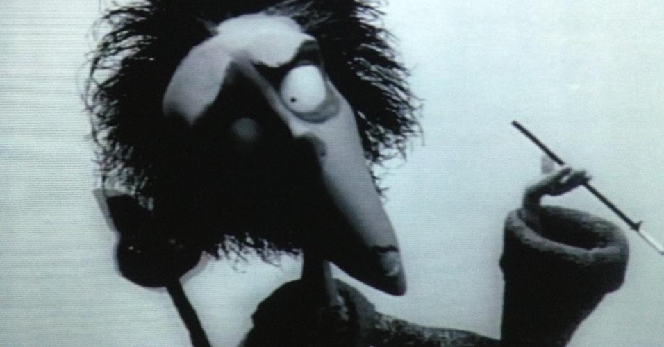 """O primeiro curta do diretor Tim Burton pode ser visto na exposição. Na imagem, vídeo de """"Vincent"""" (1982), filme stop-motion em preto e branco. Obra presente na exposição """"Movie-se No Tempo da Animação"""", no CCBB-RJ de 5 de fevereiro até 7 de abril de 2013"""