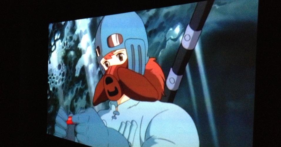 """Vídeo do longa """"Nausicaä do Vale do Vento"""" (1984) do diretor japonês Hayao Miyazaki. Foi uma de suas poucas obras criadas antes do Estúdio Ghibli, empresa de animação japonesa que ele faz parte. O diretor é famoso pelo filme """"A Viagem de Chihiro"""" (2001), ganhador do Oscar de Melhor Animação."""