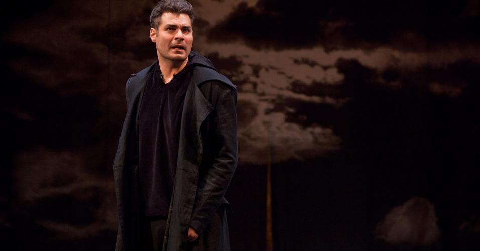 Thiago Lacerda na peça Hamlet
