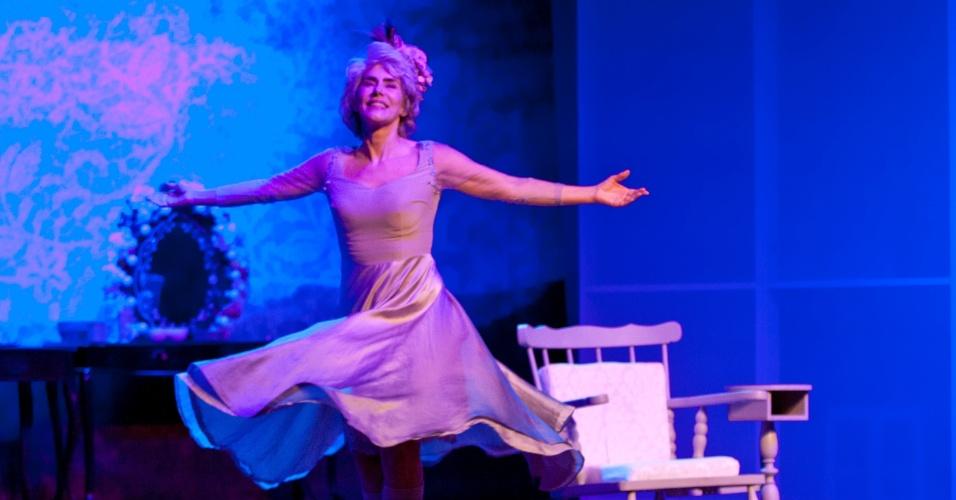 Maitê Proença em cena da peça