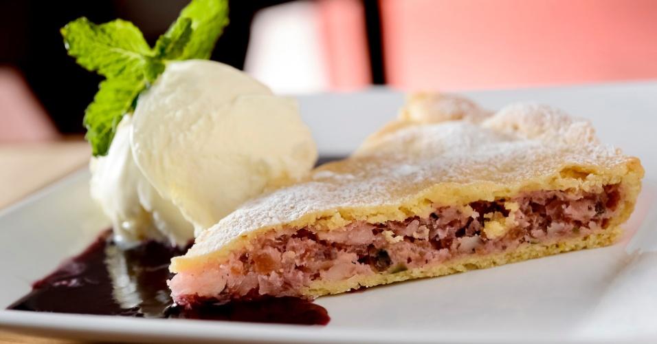 A pizzaria Jullia vai oferecer uma torta de amêndoas com sorvete de baunilha (foto) ou um Aperol Spritz a todas as mães que jantarem na casa no dia 12 de maio. A casa fica na rua Francisca Julia, 465, Santana. Mais informações no telefone (11) 2959-5077.