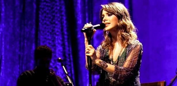 A cantora Sandy na turnê